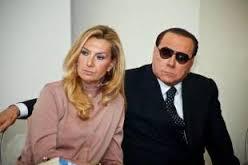 Silvio Berlusconi con occhiali scuri alla presentazione del libro di Micaela Biancofiore