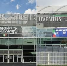 """Esterno dello Juventus Stadium. A sinistra la scritta """"non c'è 2 senza 32"""", coperta dallo striscione """"benvenuti"""" (visibile a destra)"""
