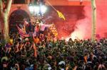 ...e con i tifosi del Barcellona dopo la vittoria di un trofeo
