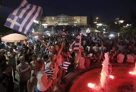 Piazza Syntagma festeggia il no all'accordo con i creditori internazionali. il 61% dei greci si è detto contrario.