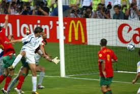 Il momento del gol decisivo di Charisteas in finale