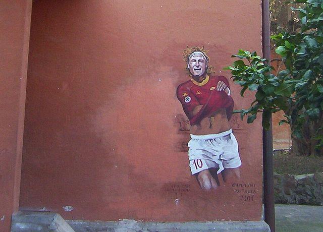 640px-Totti_murales